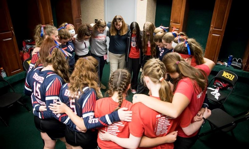 2017 FCA Volleyball Team in Prayer